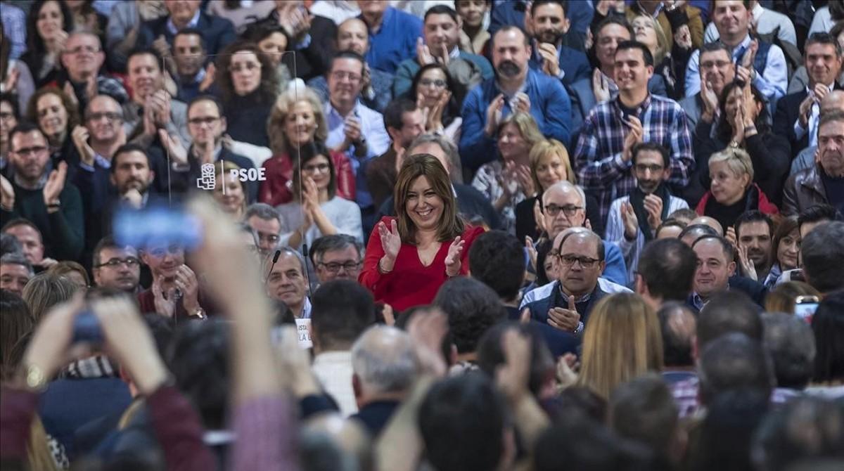 Susana Díaz saluda a los asistentes al actocon alcaldes socialistas celebrado el pasado sábado, 11 de febrero, en Madrid.