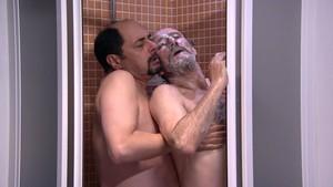 Antonio Recio (Jordi Sánchez)y Enrique Pastor (José Luis Gil) protagonizan una escena gay en la serie La que se avecina (Tele 5).