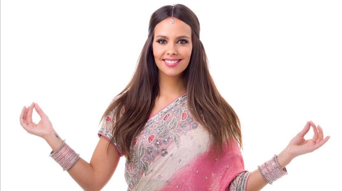 La presentadora Cristina Pedroche, en una imagen promocional del concurso de Tele 5 'Pekín express'.