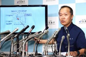 SAPPOROJAPON06 09 2018El director de la Division de Observacion de Terremotos y Tsunamis de la Agencia Meteorologica de JaponJMAToshiyuki Matsumorisenala una pantalla durante una conferencia de prensa despues de un fuerte terremotoen Sapporo.