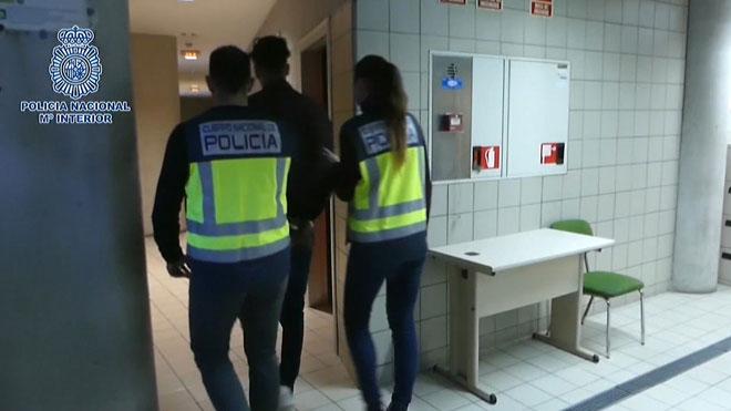 Tres detenidos por robar en casas haciéndose pasar por revisores de la luz.