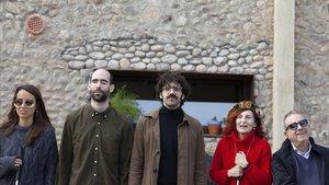 Los cuatro protagonistas del programa 'Tabús' sobre la ceguera, con el presentador, David Verdaguer (centro).