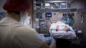 La unidad de cuidados intensivos (uci) del Hospital Vall d'Hebron de Barcelona, el pasado 21 de abril.