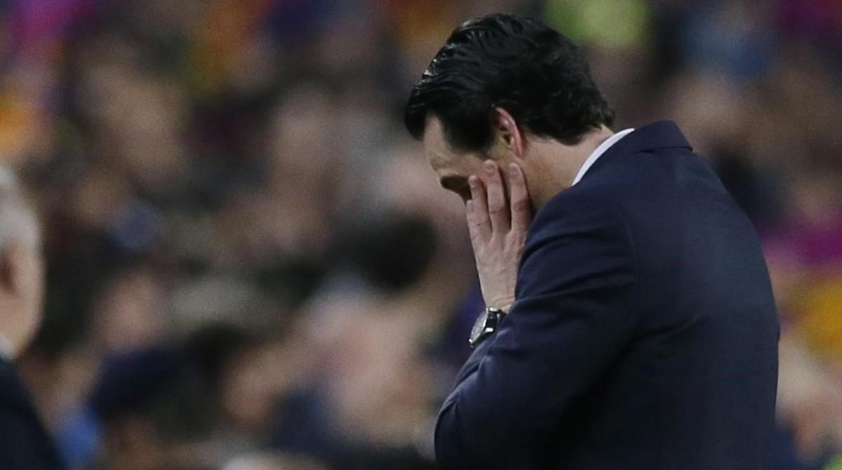 Unai Emery se lamenta al finalizar el partido.