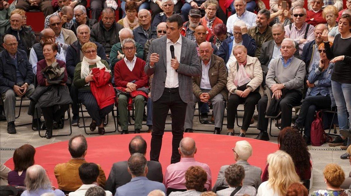 Pedro Sánchez, este lunes durante un acto en un centro de mayores de Leganés (Madrid).