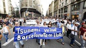 Manifestación de Tsunami veïnal por el civismo y la seguridad, este sábado en Barcelona.