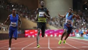 Usain Bolt entra vencedor en Mónaco.