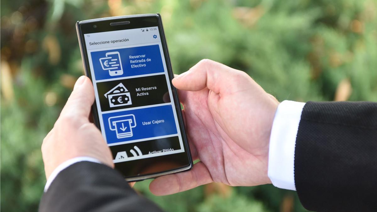 Un usuario utiliza la nueva aplicación, aún en fase de pruebas.