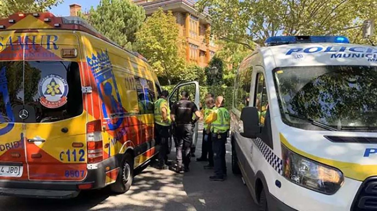 Vehículos de emergencias, en el lugar del atropello mortal en Aravaca (Madrid)