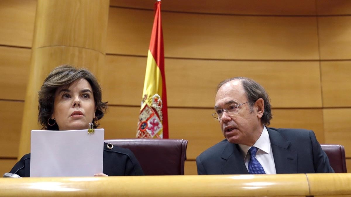 La vicepresidenta del Gobierno junto al presidente del Senado, Pío García-Escudero.