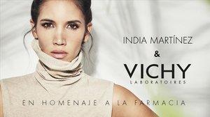 Vichy rinde tributo a los farmacéuticos con un concierto en directo de India Martinez.