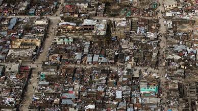 Más de 840 muertos en Haití por el huracán 'Matthew'
