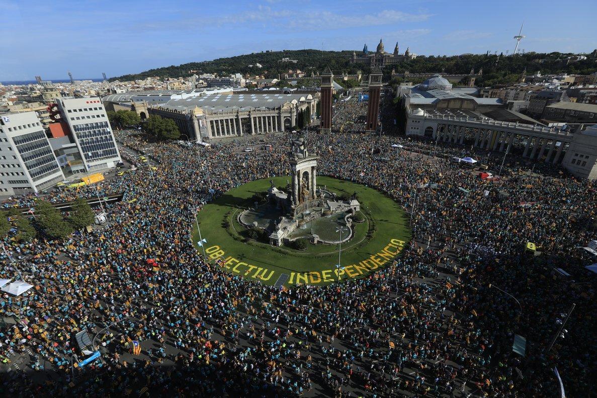 Vista de la manifestación dela Diada enla plaza de Espanya, en Barcelona.