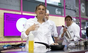 Yolanda León, chef de Cocinandos, en su demostración en The Alimentaria Experience.