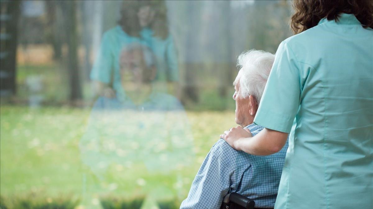 Grifols aconsegueix alentir el progrés de l'alzheimer amb el recanvi de plasma