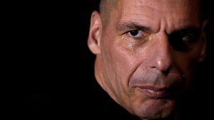 Varoufakis: «Una democràcia seriosa no pot empresonar els que posen urnes»