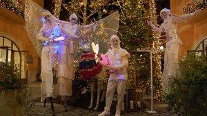 Animación navideña en La Roca Village.