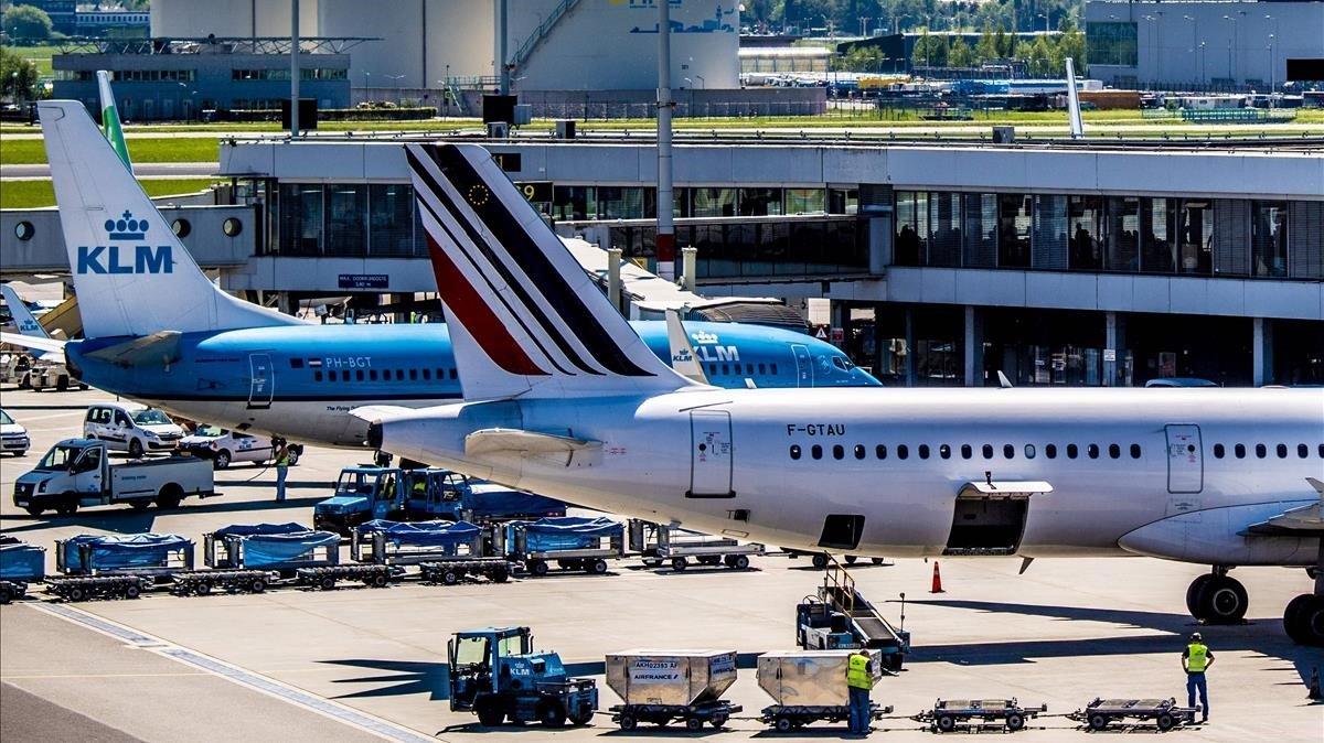Aviones de Air France y KML en el aeropuerto de Schiphol, en Ámsterdam.