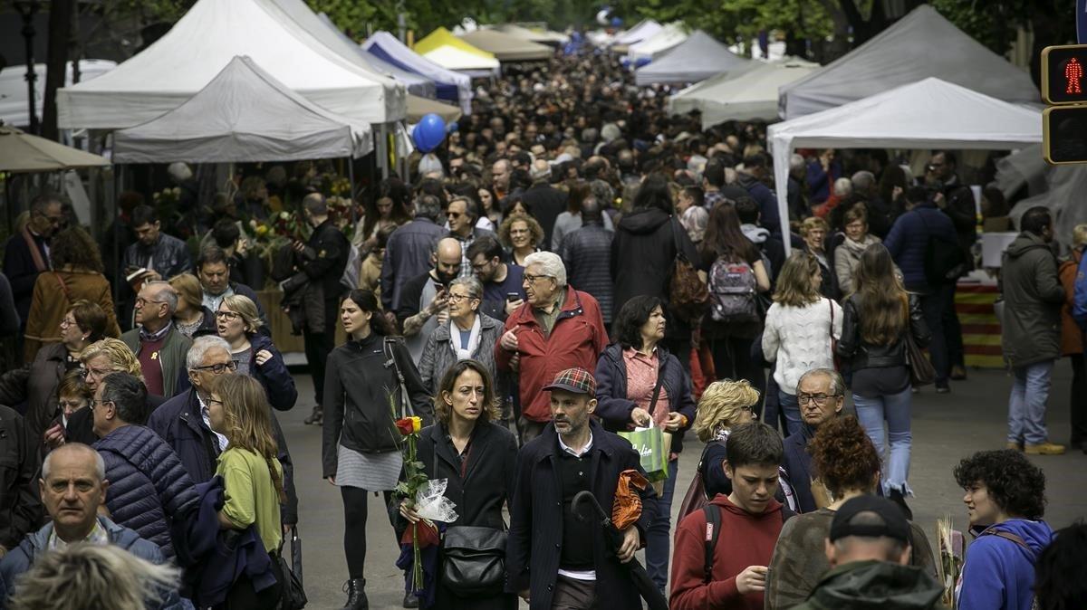 Rambla Catalunya, en el Sant Jordi del 2019.