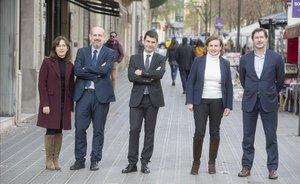 De izquierda a derecha, Elisa Chuliá, Jaime García, David Carrasco, Mercedes Ayuso y Óscar Belmonte, participantes en el debate sobre el futuro de las pensiones.