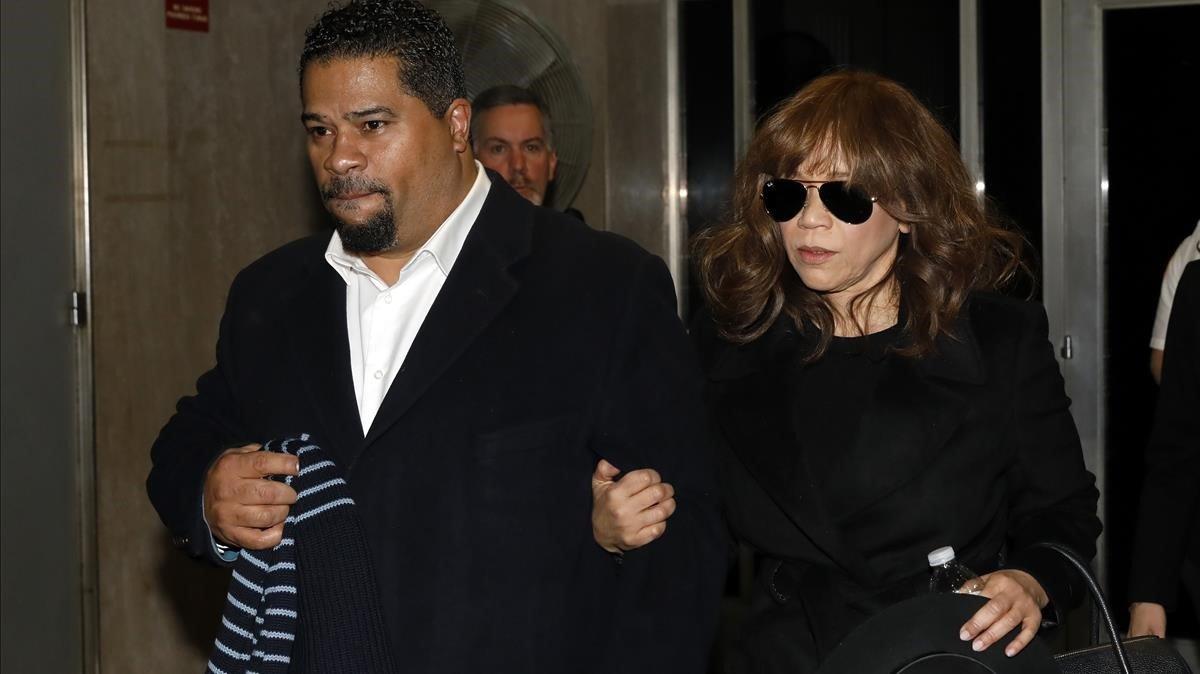 La actriz Rosie Perez, amiga de Annabella Sciorra, a su llegada al juicio contra Harvey Weinstein en Nueva York.