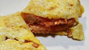 Tortilla de 'pa amb tomàquet': foto hecha en la cocina de casa.