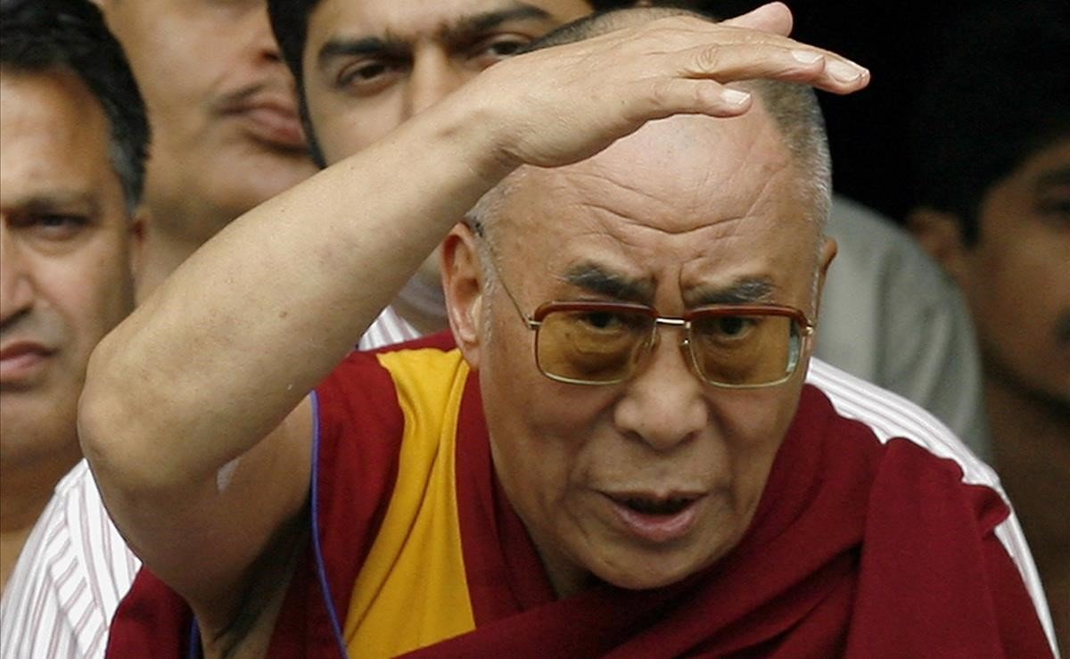 """El dalai-lama insisteix que perquè la seva successora sigui dona """"ha de ser molt atractiva"""""""