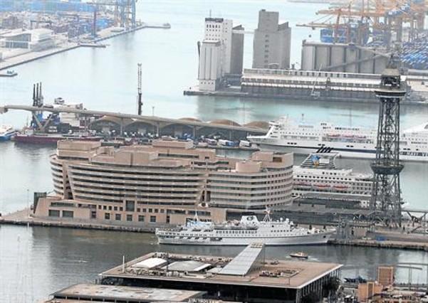 Las empresas del Port de Barcelona aumentan sus ingresos un 2% y llega