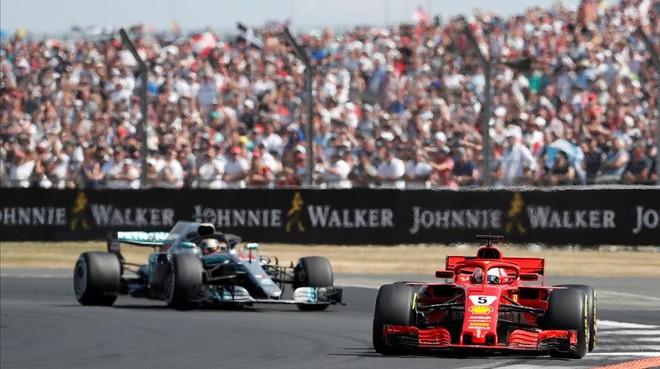 Vettel arruinó la fiesta de Hamilton y se escapó