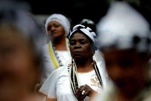 Integrantes de la escuela de samba Vai Vai participan en las festividades por el Dia de la Conciencia Negraen la avenida Paulistaen Sao PauloBrasil.EFE Fernando Bizerra