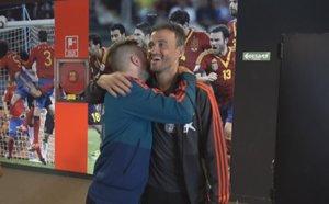 Luis Enrique y Jordi Alba se abrazan en Las Rozas.