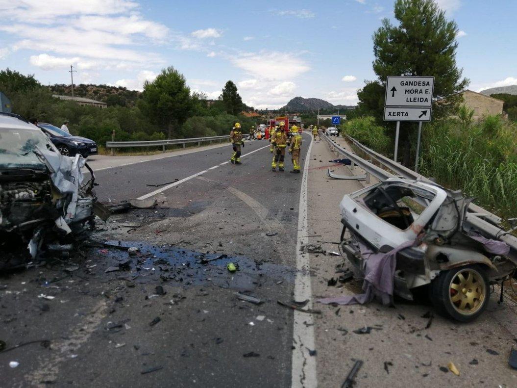 Los dos coches tras el accidente mortal en Xerta