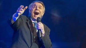 Adamo, durante su actuación del jueves en el Palau de la Música, dentro del Festival del Mil·lenni.