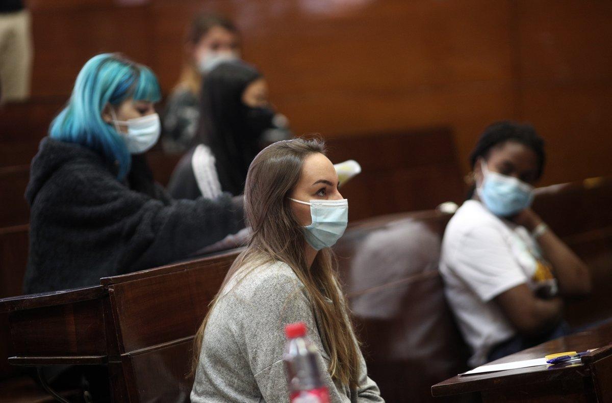 Imagen de archivo. Alumnos esperan en el aula a que den comienzo los exámenes de la EvAU.