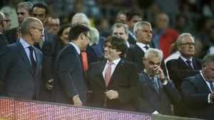 """Crits de """"Bartomeu, dimissió"""" al Camp Nou"""