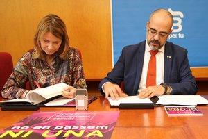 La alcaldesa de Sant Boi, Lluïsa Moret, junto al conseller de Interior, Miquel Buch.