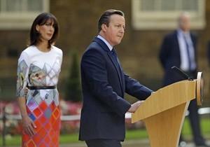 El anuncio 8David Cameron, con su esposa, Samantha, en junio, cuando comunicó su renuncia.
