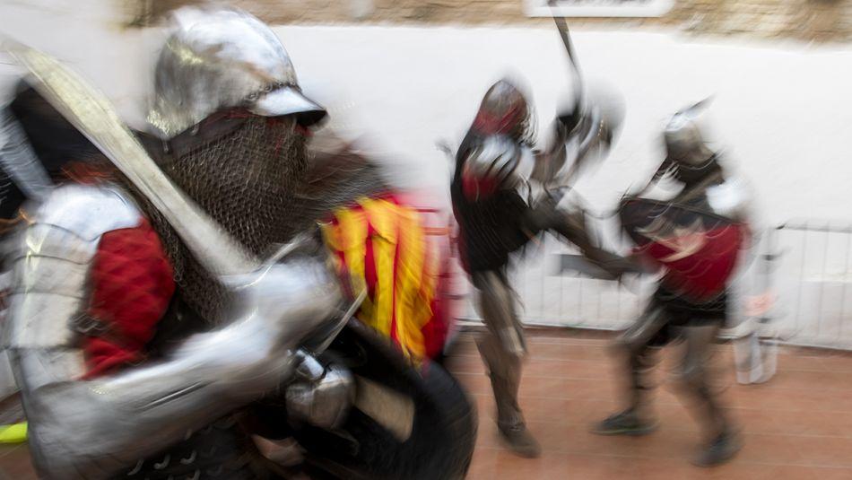 Entrenamiento del clubBorn Combat Medieval en un gimnasio de Sant Adrià de Besòs.