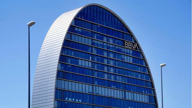 El BBVA incurre en pérdidas de 1.157 millones hasta junio. En la foto, la sede del banco en Madrid.