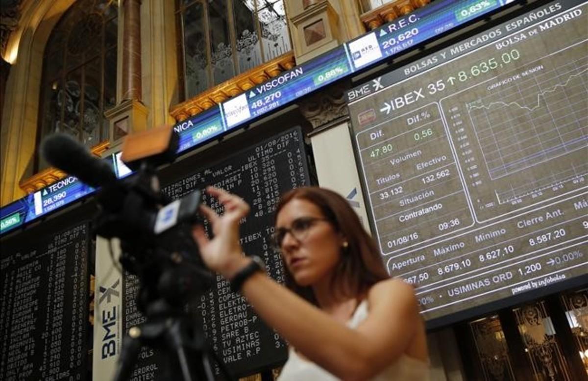 Imagen de los paneles de cotización de los valores de laBolsa española.
