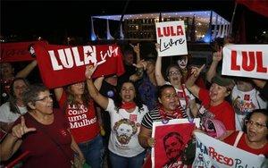Seguidores de Lulada Silva piden la liberación del expresidente de Brasil.