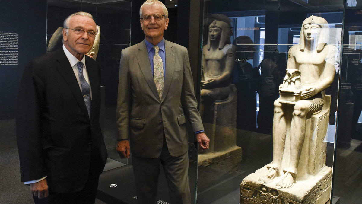 Isidre Fainé, presidente de la Fundació Bancària la Caixa, yel presidente del Patronato del British Museum, Sir Richard Lambert, visitando laexposición Faraó.