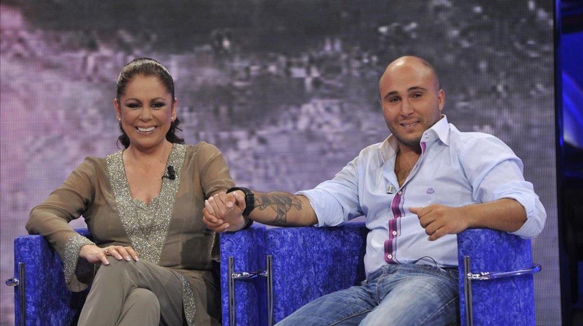 Isabel Pantoja y su hijo Kiko Rivera, en la gala de 'Supervivientes', en junio del 2011.