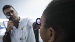Com prevenir la miopia infantil en l'era de les pantalles: més aire lliure