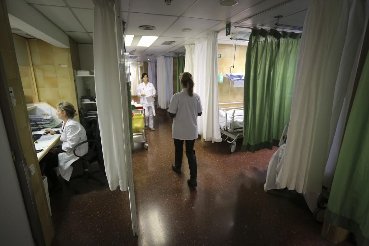 Enferemeras, en una sala del Hospital Clínic de Barcelona