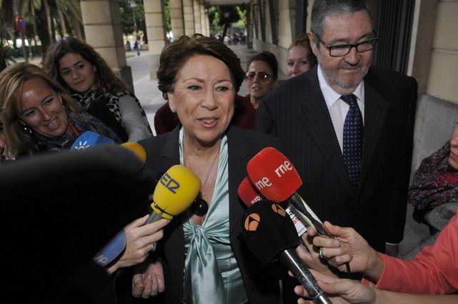 La exministra de Fomento Magdalena Álvarez (c), a su llegadaa los Juzgados de Sevilla para comparecer ante la juez que instruye el caso ERE.