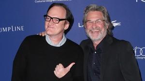 Quentin Tarantino y Kurt Russell, en la alfombra roja de la gala de los premios del sindicato de diseñadores de vestuario, este martes en Los Ángeles.