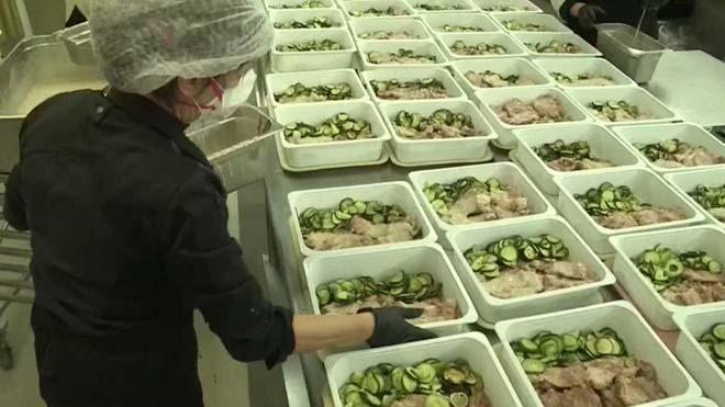 Fira de Barcelona cocina 24.000 menús para hospitales y residencias de toda España.