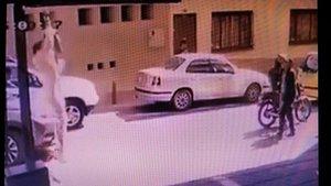 Captura de las imágenes grabadas por una cámara de seguridad.