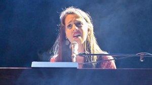 Gemma Humet, durante el concierto en el Mercat de Música de Vic.
